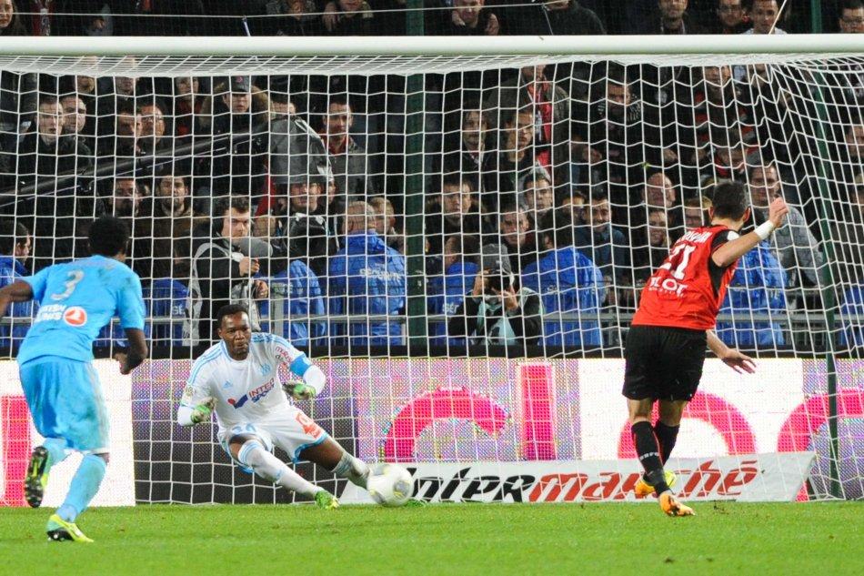 Penalty Sauve par Steeve MANDANDA / Nelson OLIVEIRA