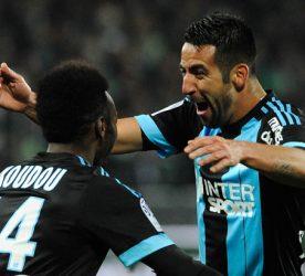 Joie Marseille - Georges Kevin NKOUDOU / Mauricio ISLA - 22.11.2015 - Saint Etienne / Marseille - 14eme journee de Ligue 1 Photo : Jean Paul Thomas / Icon Sport