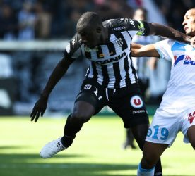 Cheick N'Doye of Angers and William Vainqueur of Marseille during the ligue 1 match between Angers SCO and Olympique de Marseille on October 2, 2016 in Angers, France. (Photo Icon Sport)