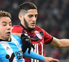 (R-L) Maxime Lopez of Marseille and Yassine Benzia of Lille during the Ligue 1 match between Lille OSC and Olympique de Marseille at Stade Pierre Mauroy on March 17, 2017 in Lille, France. (Photo by Dave Winter/Icon Sport)
