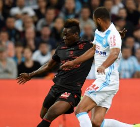 Mario Balotelli of Nice and Rolando of Marseille during the Ligue 1 match between Olympique de Marseille and OGC Nice at Stade Velodrome on May 7, 2017 in Marseille, France. (Photo by Alexandre Dimou/Icon Sport)